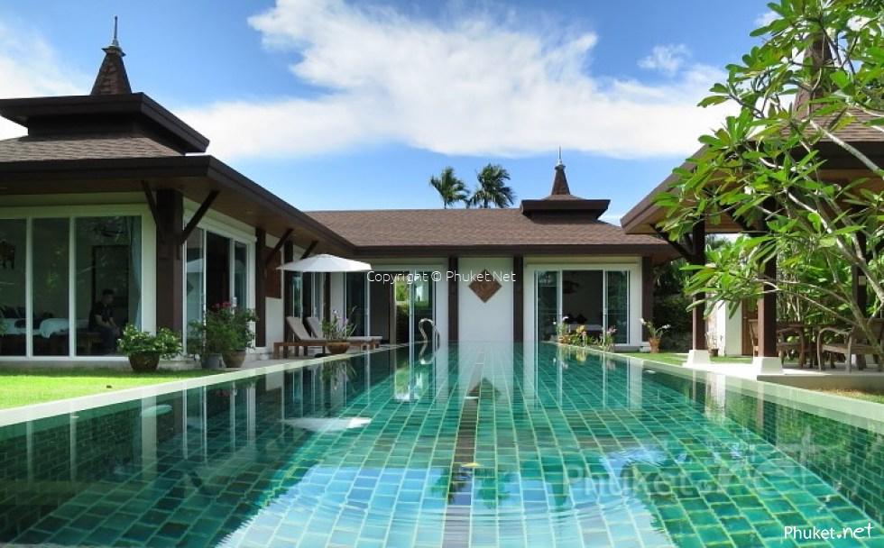 luxueuse villa avec un environnement tropical propri t s et immobilier vendre et louer. Black Bedroom Furniture Sets. Home Design Ideas